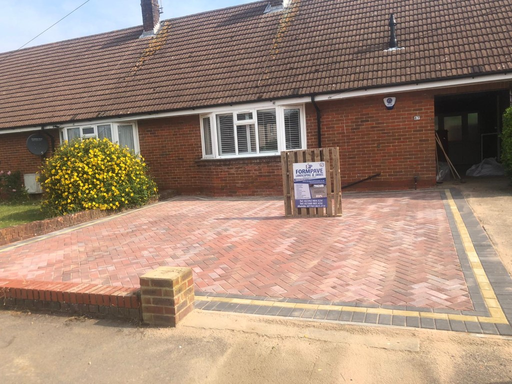 Brindle Driveway with Contrasting Border in Eastleigh, Bishopstoke