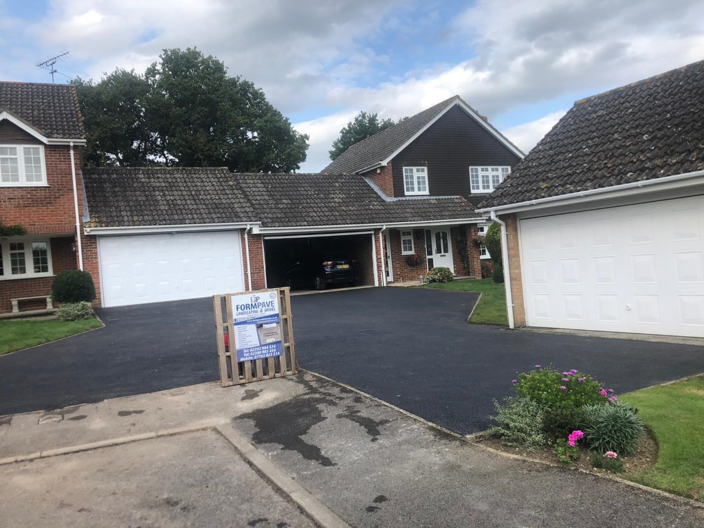 New SMA Tarmac Driveway in Romsey, Hampshire